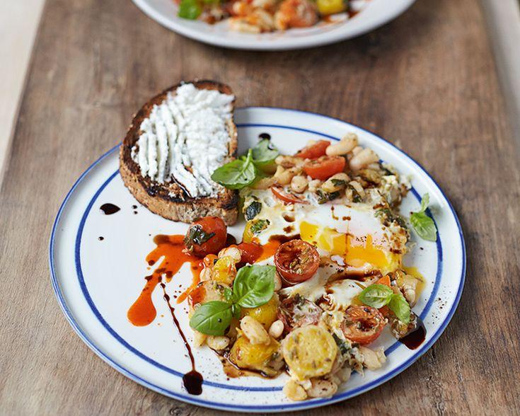 Het recept voor deze gebakken eieren bevat cannellinibonen: een goede bron van eiwitten, rijk aan vezels, en bevatten behalve vitamine C ook magnesium.