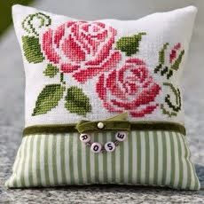 """""""Rosenblüten""""   I pinned this because it's so pretty. (sorry, the link doesn't connect to a pattern source)  :("""