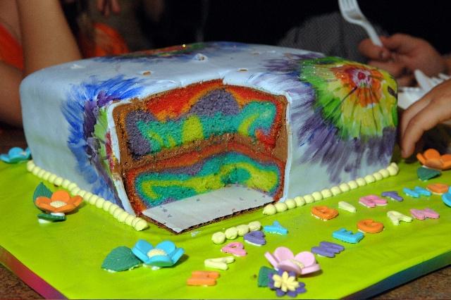 tie die cake!: Cakes Ideas, Hippie Cakes, Dyes Cakes, Recipes Ties Die Cakes, Tie The, Rainbows Cakes, Cakes Rainbows, Cakes Stuff, Birthday Cakes