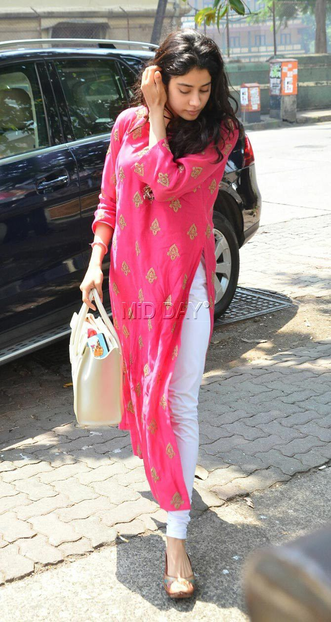 Photos: Sridevi's daughter Jhanvi Kapoor looks pretty in pink