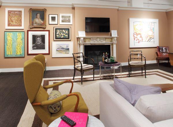 """Эрик Cohler уже окрестили """"Master Mix"""" для своего командира возможность смешивать различные периоды искусства и мебели в своих комнатах, видели здесь, в семейном номере, он предназначен для Сотбис шоу дом.  Фото предоставлено Сотбис."""