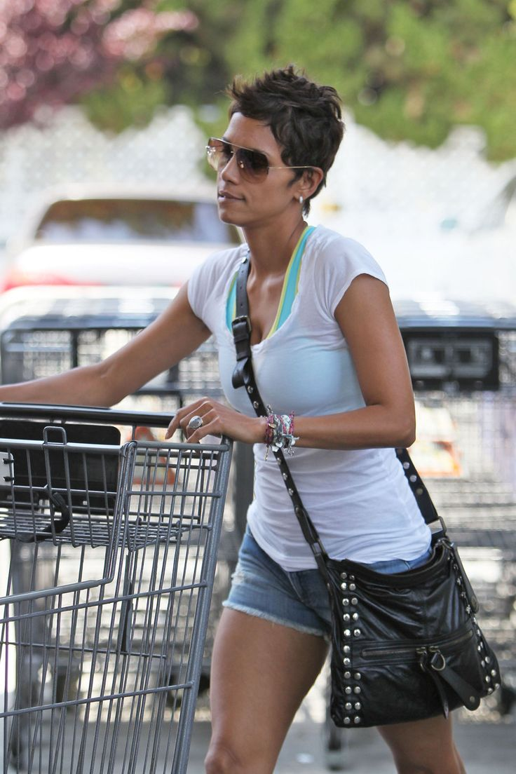 Halle Berry grocery shopping sunglasses white teshirt jeans short black leather bag short hair