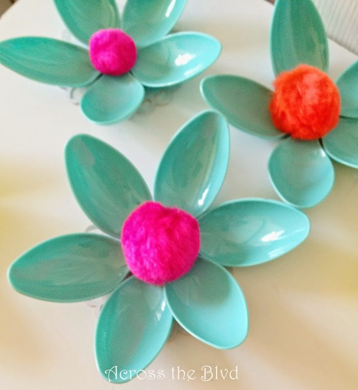 10 best images about plastic spoons crafts on pinterest for Plastic spoon flower mirror