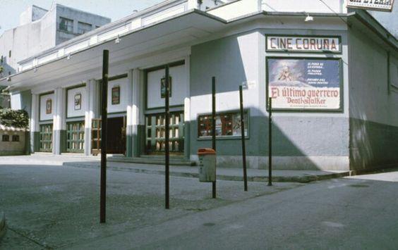 Cine Coruña. C/Galera, 32-38 - A Coruña Inauguración: 14 de julio 1936 Clausura: 1986 Aforo: 1222 Observaciones:Acogió también veladas de boxeo, igual que el cine Hércules de la misma ciudad de A Coruña. El espacio de la plaza frente a la entrada del cine es ocupado hoy en día por la plaza de la Galera, con diferentes tiendas y locales de hostelería en los bajos de los edificios de viviendas que urbanizaron todo el solar del derribado cine.