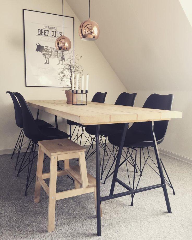 """21 Synes godt om, 4 kommentarer – Julie Kamp 💪🏽🌸🌴🚴🏽♀️💗 (@juliefriiskamp) på Instagram: """"Så fik jeg endelig de nye stole 👏🏽🙈 #stol #nyt #indretning #spisestue"""""""