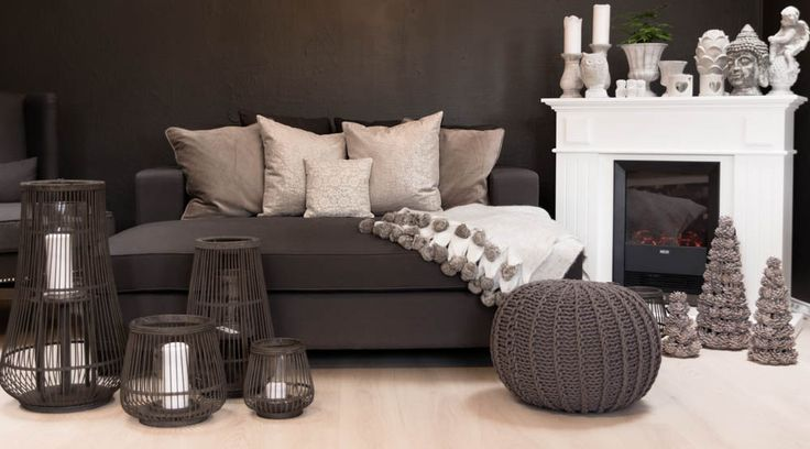 Nydelig og behagelig daybed i varm koksgrå farge. Fåes kjøpt hos oss: www.krogh-design.no