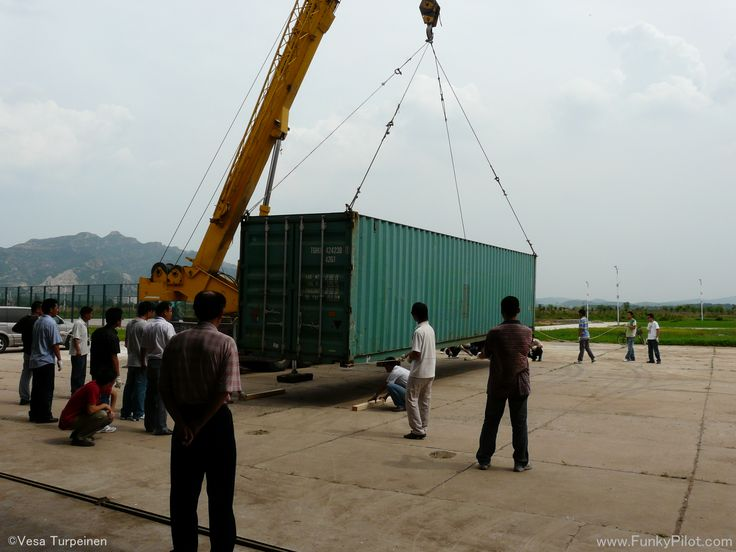 #Aircraft delivery to our flight school in Chaoyang. There is a Diamond DA40-D in the container.