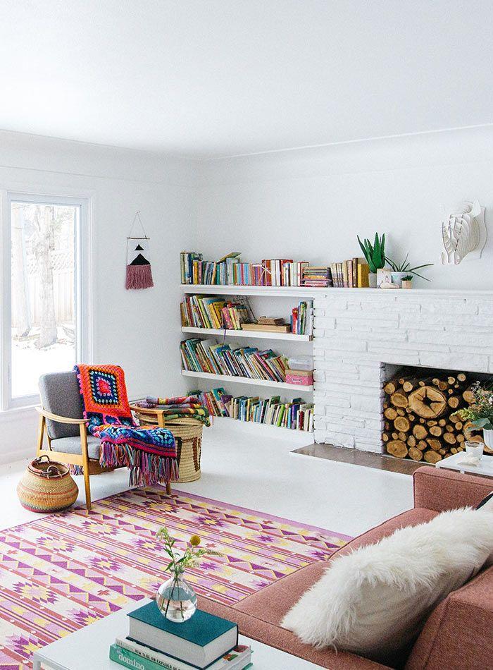 Niedriges, integriertes Bücherregal