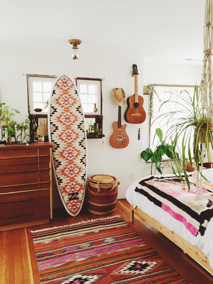 <<< G I V E A W A Y >>> Enter to win this 7'0 Fun Board in our sunbaked geo print straight from the British Virgin Islands from our Summer 16' photoshoot & looking pretty inside @EmilyKatz stunning abode in Portland, Oregon. #BillabongSurfCapsule