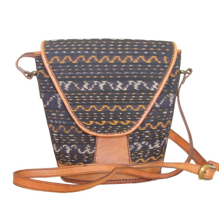 Special design bag in leather and Ikat. Inside the lining is in Batik. Unique piece all hand made.