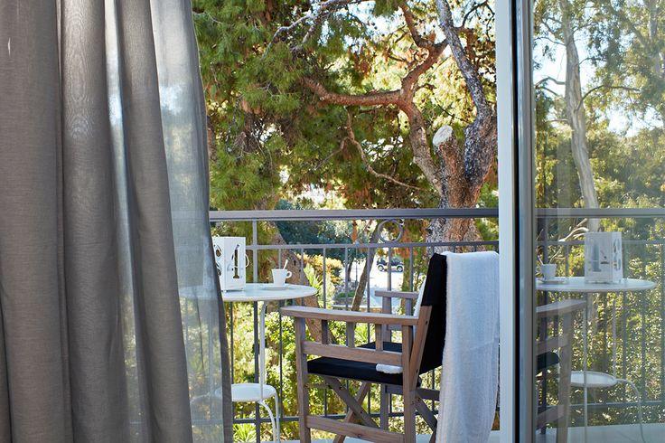 Η τέλεια μέρα στο Gardens Gallery Hotel περιλαμβάνει ώρες χαλάρωσης δίπλα στη θάλασσα και απογευματινούς περιπάτους στο δάσος του Πευκιά. Είναι τόσο απλό και όμορφο! Για να κλείσετε τις διακοπές σας στο Ξυλόκαστρο κάντε κλικ εδώ http://goo.gl/4mKUBm  The perfect day in Gardens Gallery Hotel includes hours o