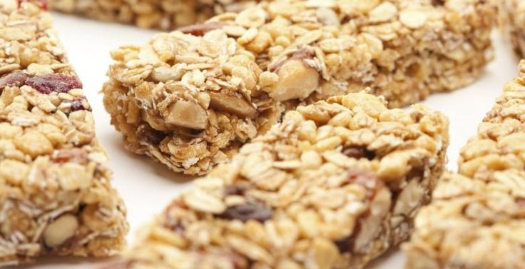 Rice Krispies, flocons d'avoine et arachides...Une délicieuse barre tendre maison - Recettes - Ma Fourchette