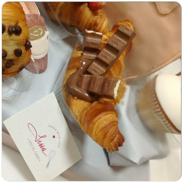 Croissant Kinder ☕🍪️💕💞💓#colazione #tableBreakfast  #pasticceriasessa#sessaspecialcakes#croissant#kinder#breakfast#pasticceriasessa#love#love#bakery#sessaartigianidelgusto