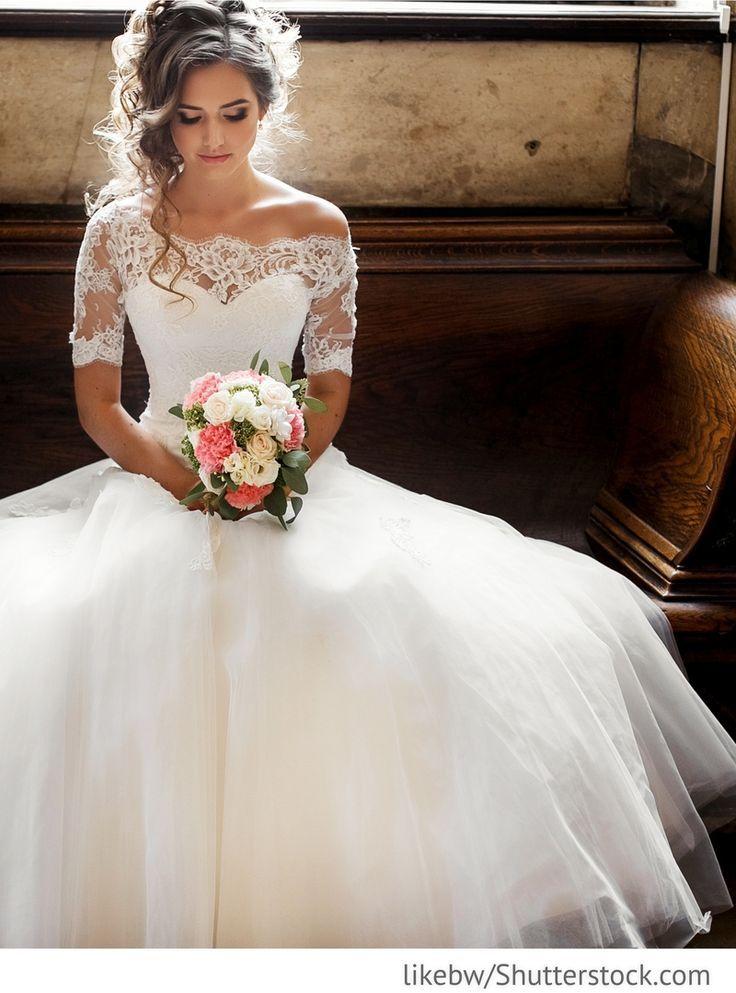 unglaublich Braut im eleganten Hochzeitskleid für russische Hochzeiten