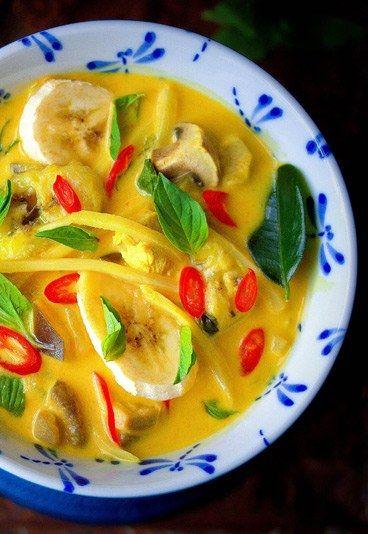 Thailändische Hühnchen-Kokos-Suppe - Heiße Suppen-Rezepte für Herbst