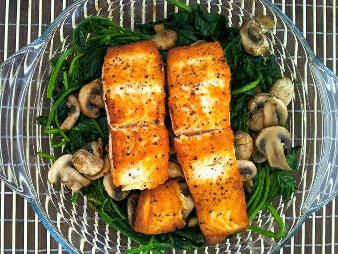 Receta: Salmón en cama de espinacas y champiñones.Una receta saludable y llena de antioxidantes.