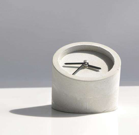 DIY Minimalist Cement Clocks