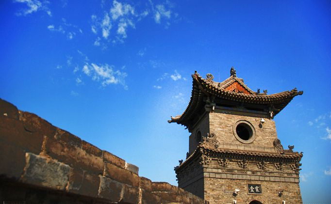The ancient city of Pingyao is built according to the Chinese culture and architectural style with the historical appearance of the 14th-18th century.