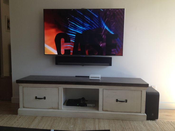 Sonos sound bar mounted directly to the wall right below for Home bar installation