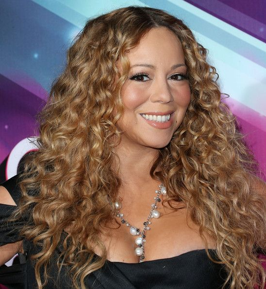 Mariah Carey Photos - Recording artist Mariah Carey attends TeenNick HALO Awards at The Hollywood Palladium on November 17, 2012 in Los Angeles, California. - TeenNick HALO Awards - Arrivals