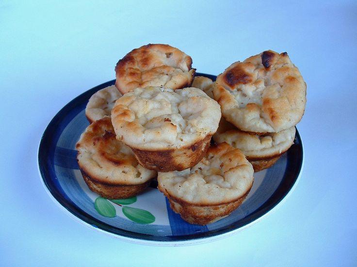 Gyorsan elkészíthető, őszies muffin házassági évfordulóra (és egy prózaibb okból: a tehéntúrós felhasználására). Tízóraira, uzsonnára ideális....