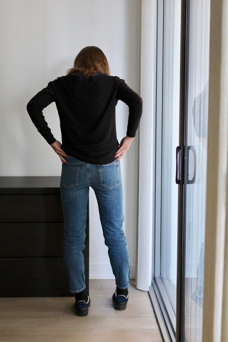 Tomboy bicolore M.i.h jeans @mihjeans - Baskets Isabel Marant Etoile Bart - Pull H&M @hm