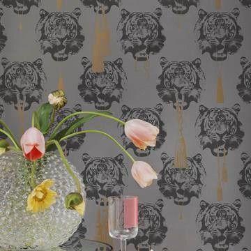 Coco tiger tapeter från Lisa Bengtsson® (SD135-02) hos Engelska Tapetmagasinet. Köp fraktfritt online eller besök butiken i Göteborg.