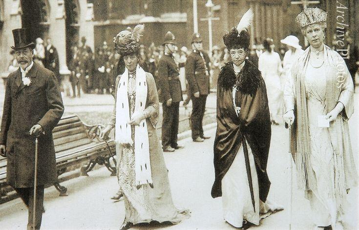 Лондон. 1923 год. Король Георг V, королева-мать Александра Датская, императрица Мария Федоровна, королева Мэй.