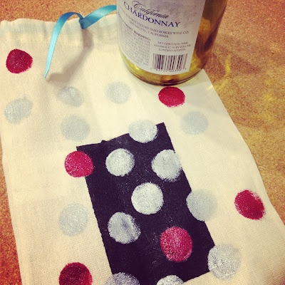 Hand painted gift bags for wine.: Gift Bags, Painted Gift, Bags Diy, Paper Bags