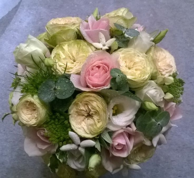 bouquet da sposa con rose, rose Dave Austin, lisianthus e bovardia. agosto 2016