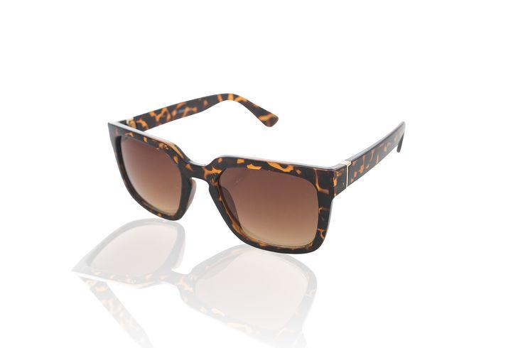 Novo óculos de sol tartaruga quadrado da coleção Preview Verão 2015 Marcia Mello. #verao #verao2015 #oculosdesol #oculos #oculosquadrado #marciamello #MM