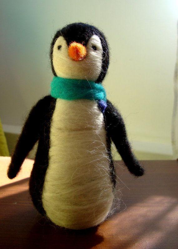 Needle felted penguin por KarenPazFieltro en Etsy, $20.00