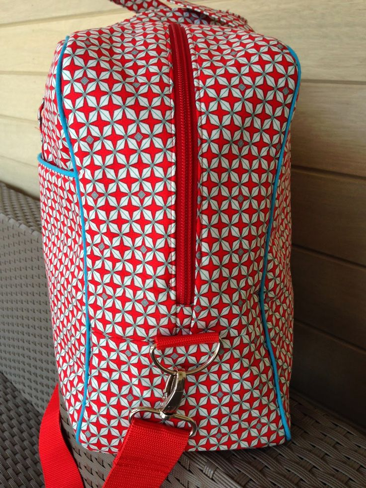 Spurrewubsie blogs ...: Noodlehead Cargo Duffle in cute red, blue and white pattern
