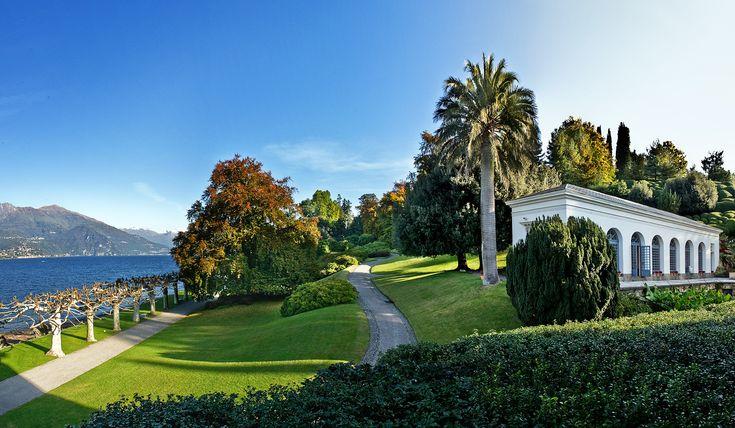 """I Giardini di Villa Melzi di Bellagio  sono """"Il Parco Più Bello d'Italia 2016"""" per la categoria Parchi Privati  Ecco tutte le foto di questi incantevoli giardini impreziositi da pregiate collezioni di camelie e di aceri giapponesi, platani pluricentenari, un idillico laghetto ed una stupenda vista sul lago di Como. Assolutamente da visitare quanto prima!"""