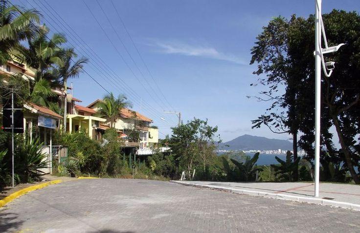 Hotel Pousada 7 Mares Itapema SC, a 50 metros do Mirante do Encanto.