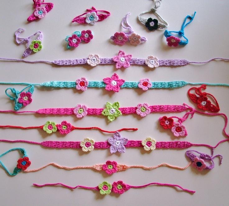 Smalle haar- en armbandjes met bloemetjes