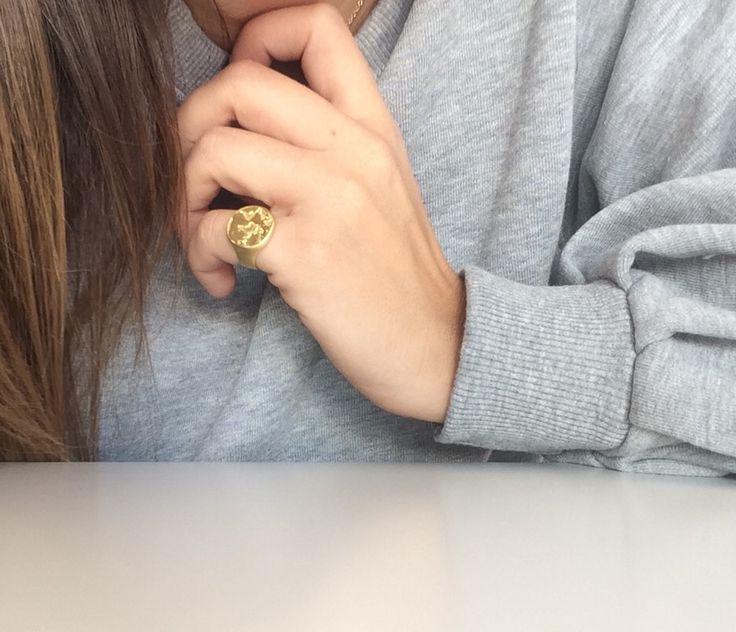 Chevalier earth ring on www.goldentiara.gr