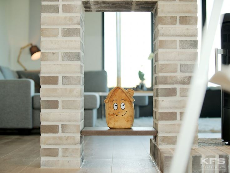 KFS's maskot følger med, når du bygger hus med KFS Boligbyg. Så kan børnene også få deres eget hus.