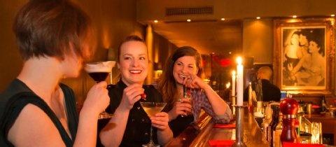 Stilvoll Cocktails im Kölner Rosebud trinken.      Adresse: Heinsbergstr. 20, Köln