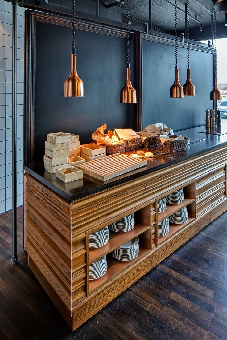 ~ love the use of moulding here! simply creative! love the copper droplight :) Radisson Blu Riverside by Doos Architects  (BB)