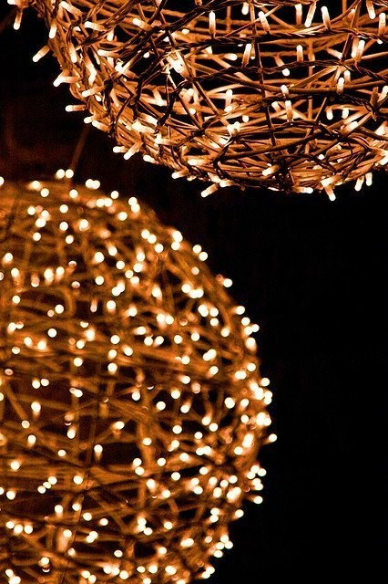 Grapevine balls with lights