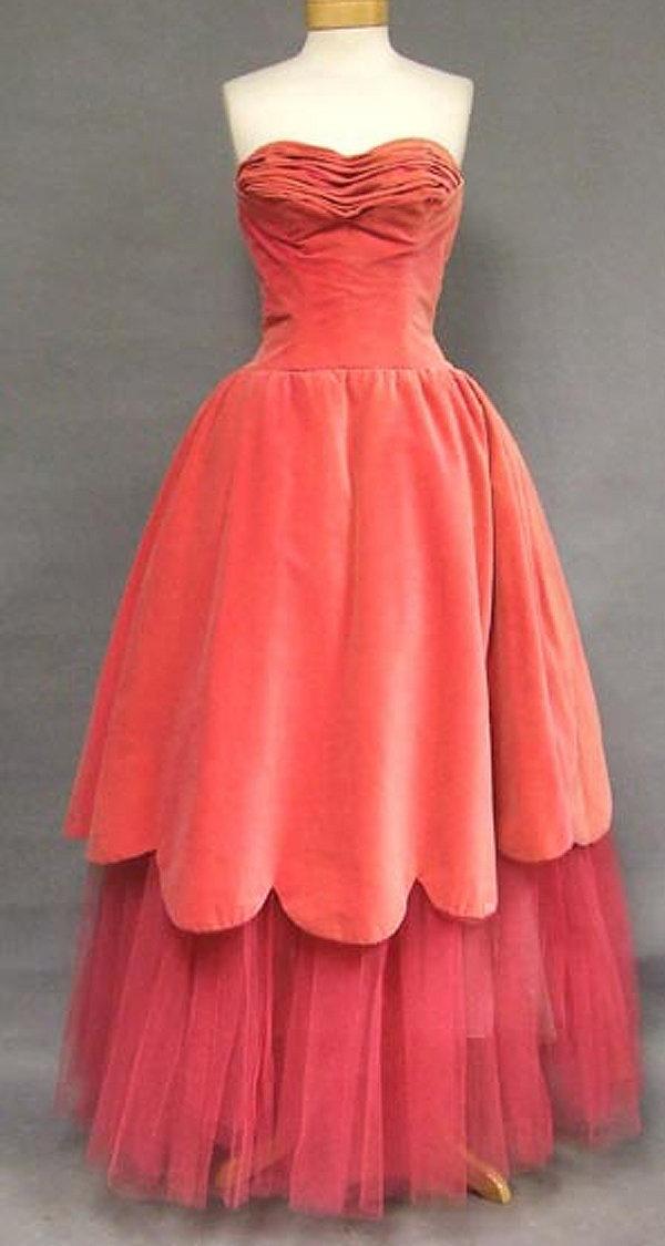 red: Melon Gowns, Beautiful 1950S, Antiques Dresses, 1950S Gowns, 1950S Melon, Tulle Dresses, Beautiful Gowns, Pink Velvet, 1950S Fashion