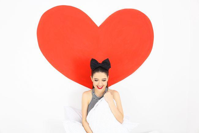 Aprenda a fazer uma parede de coração gigante, que custa menos de 20 reais e fica maravilhosa em fotos! http://hashtagfun.com.br/diy/diy-parede-de-coracao-gigante/ ❤️
