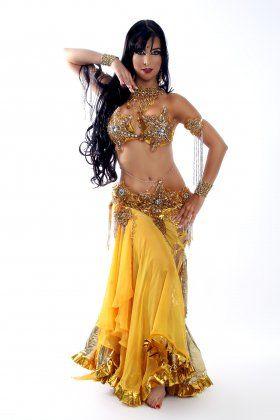 Brazilian Bellydancer Renata Lobo. What a fabulous costume!