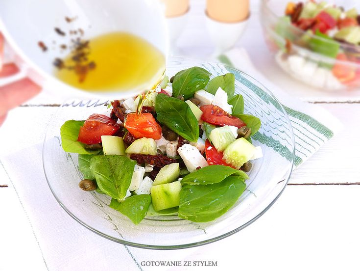 Salad with feta cheese, capers and sun-dried tomatoes | Gotowanie ze stylem