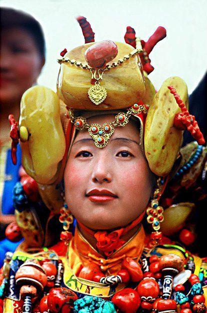 King Gesar Arts Festival / Khampa arts festival in the Kham region of Tibet in 2004.   © BetterWorld2010
