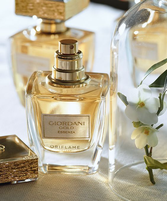 Giordani Gold Essenza Parfüm , hayatta daima en iyisini arayan kadınlara vazgeçilmez bir lüks hissi sunuyor.