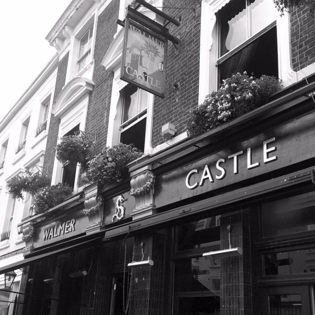 PUB/THAI, NOTTING HILL | The Walmer Castle | Warm pub atmosphere, good thai food #recommend