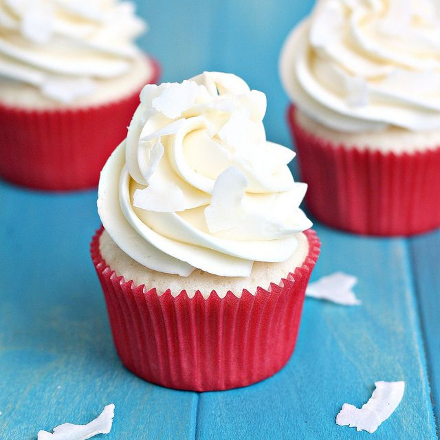 White Coconut Cupcakes with Coconut Swiss Meringue Buttercream by Tracey's Culinary Adventures: Flickr, Swiss Meringue Buttercream, Tracey Culinary, Coconut Swiss, Tasti Recipes, Culinary Adventure, Coconut Cupcakes, White Coconut, Cupcakes Rosa-Choqu