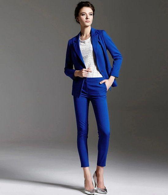 Salaş, bol giysiler sizi çok daha kısa ve kilolu gösterecektir. Bunun yerine daha sıkı, vücuda oturan parçaları tercih edin.